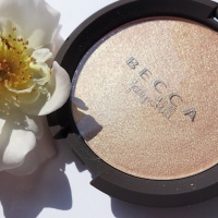 BECCA x JACLYN HILL Shimmering Skin Perfector® Pressed CHAMPAGNE POP - REVIEW